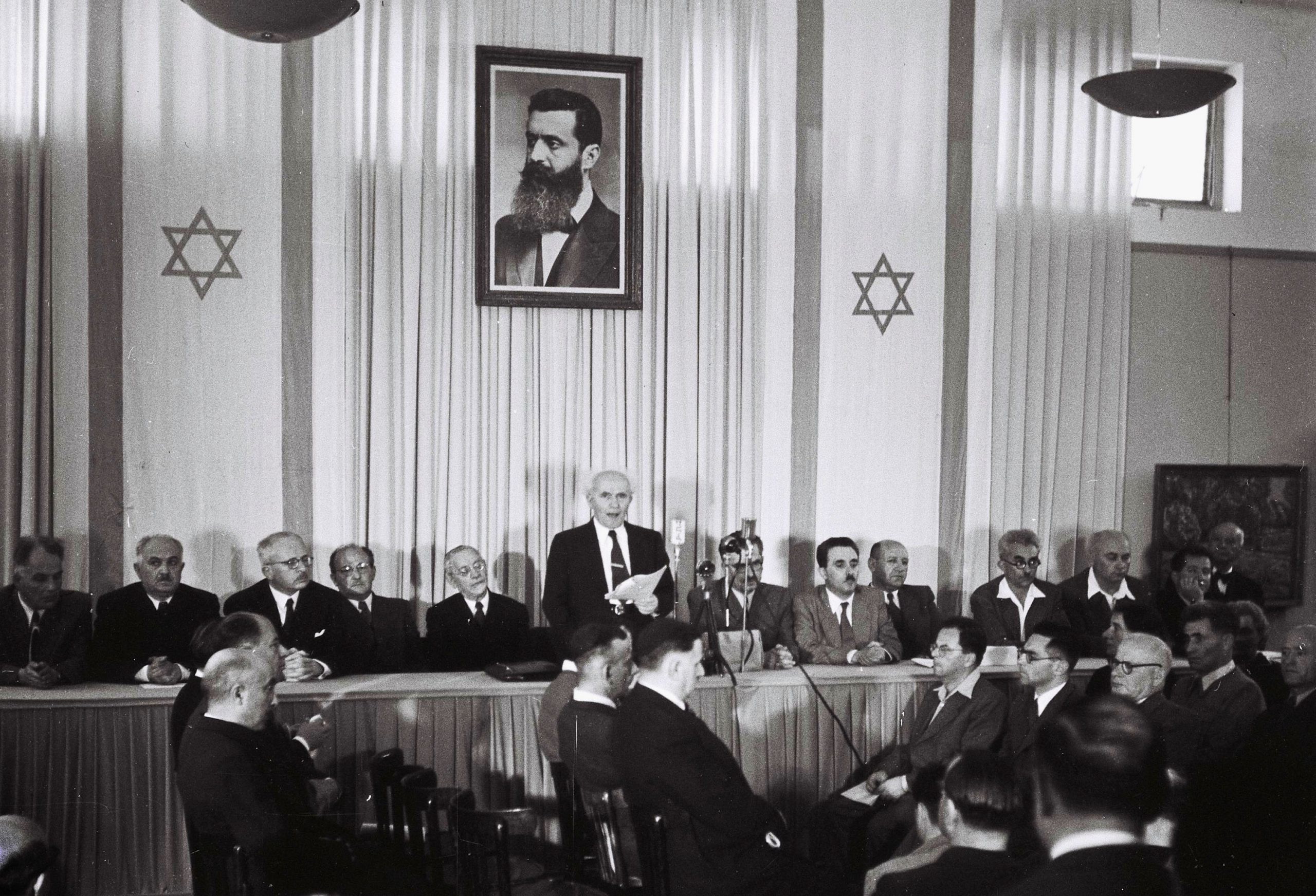 דוד בן-גוריון בעת ההכרזה על הקמת מדינת ישראל.