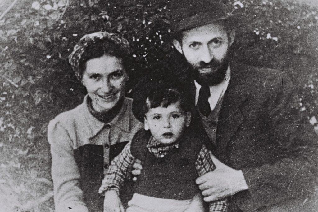 """בגין מוסווה כ""""ישראל ססובר"""" עם משפחתו"""