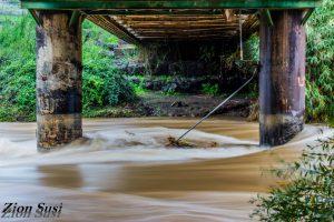 זרימת נהר הירדן מתחת לגשר אריק