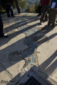 פסיפס המראה את אמת המים לירושלים בארמון הנציב.