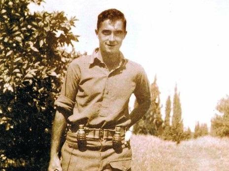 שרון חייל צעיר.