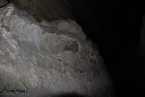 צינור חרס שהוסף בתקופה מאוחרת יותר בתוך הנקבה בארמון הנציב. אמות המים לירושלים
