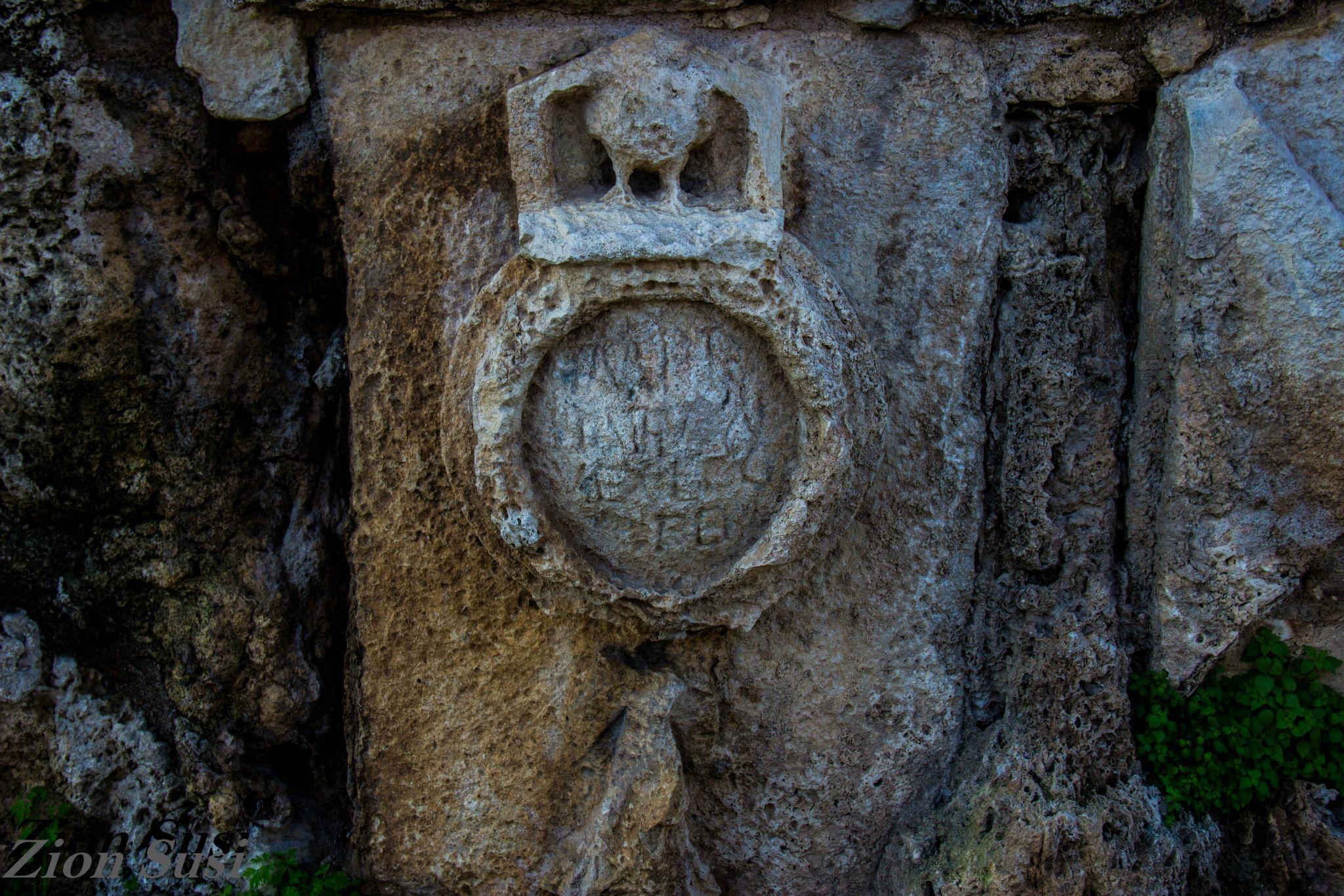הכתובת והסימן בבית חנניה