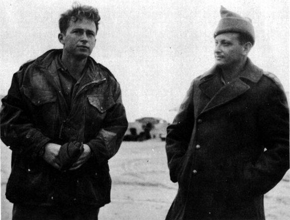 יצחק רבין (משמאל) עם יגאל אלון במבצע חורב במלחמת העצמאות, 1949