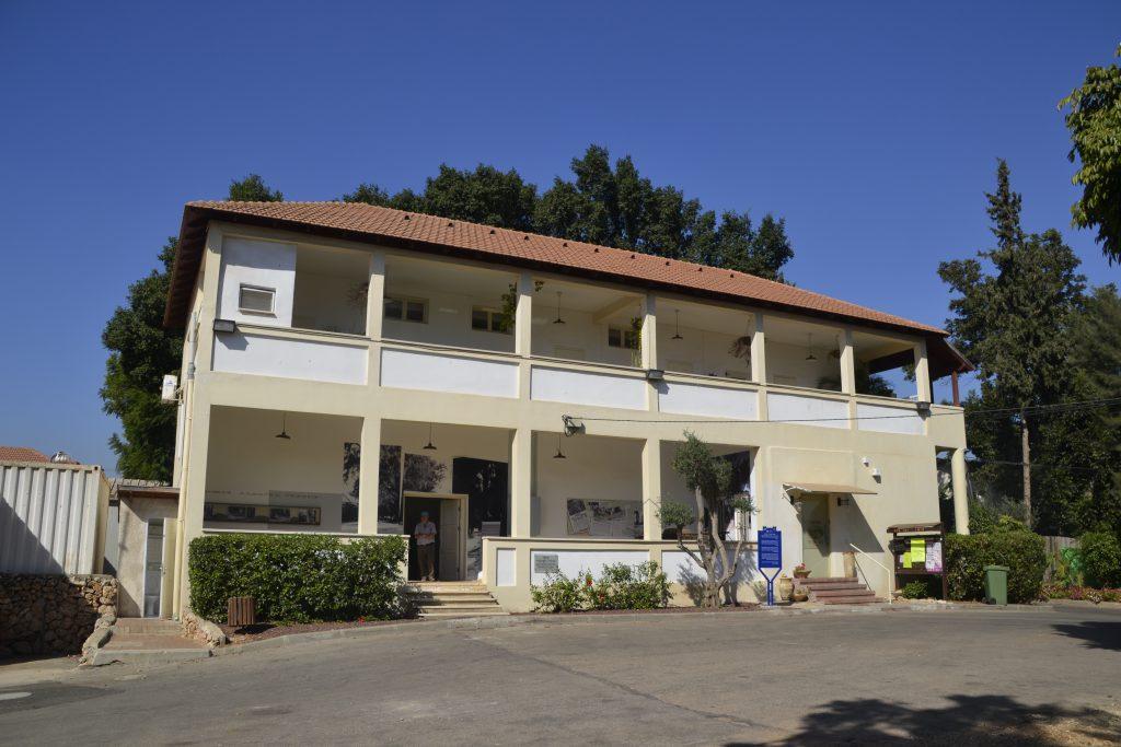 """מבנה מוזיאון עין חי בכפר מל""""ל, שאחראי על מיזם שימור שרידי המושבה ההיסטורית"""