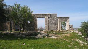 חזית בית הכנסת במירון