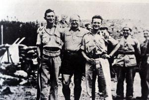 העלייה לחניתה, 1938. מימין: יגאל אלון, יצחק שדה, משה דיין
