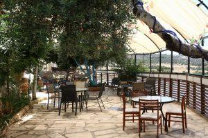 חצר המסעדה הלבנונית