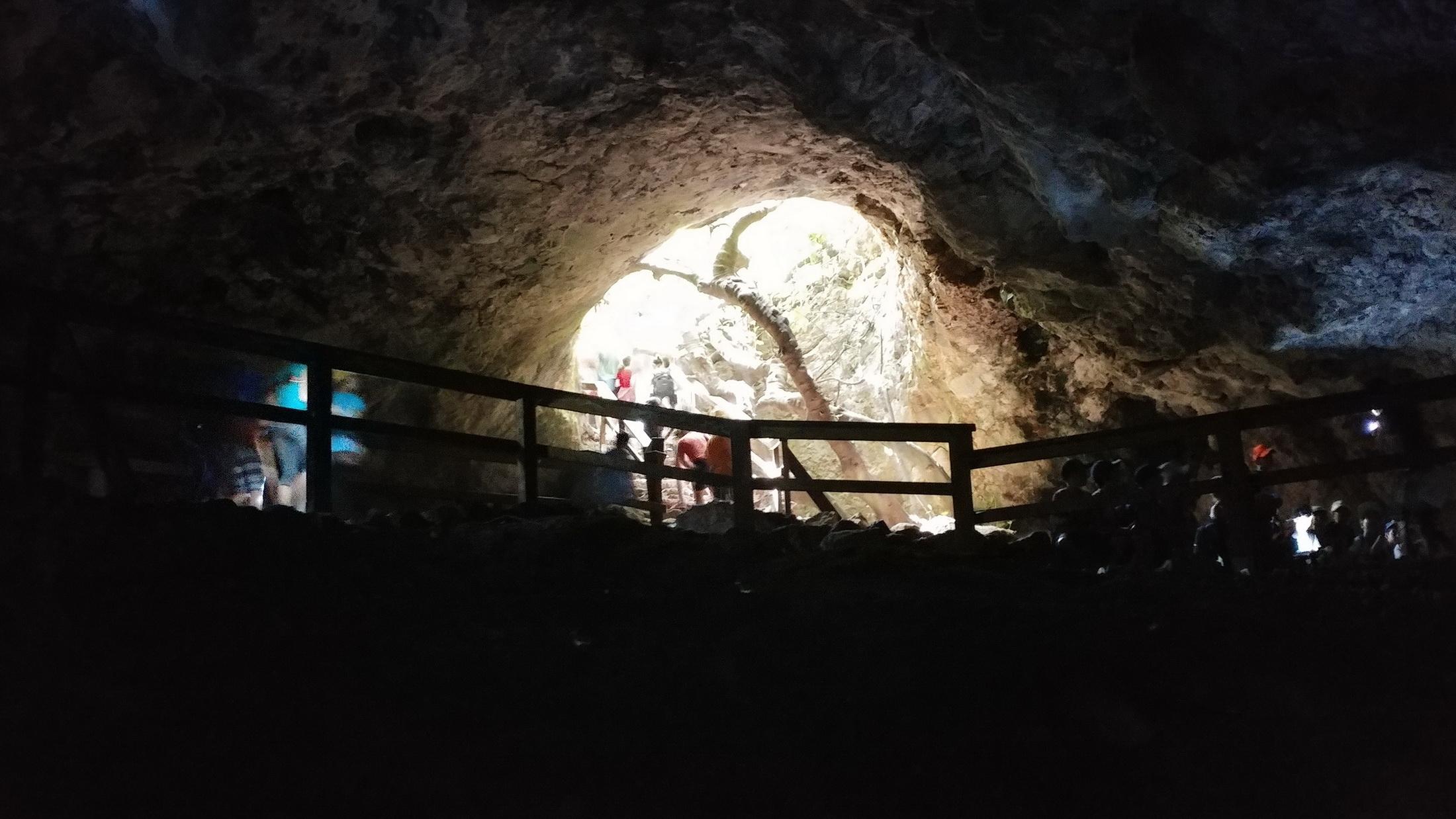 פנים המערה