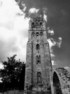 המגדל ה(שחור) לבן ברמלה. צילום: Green Lady אמת המים לרמלה