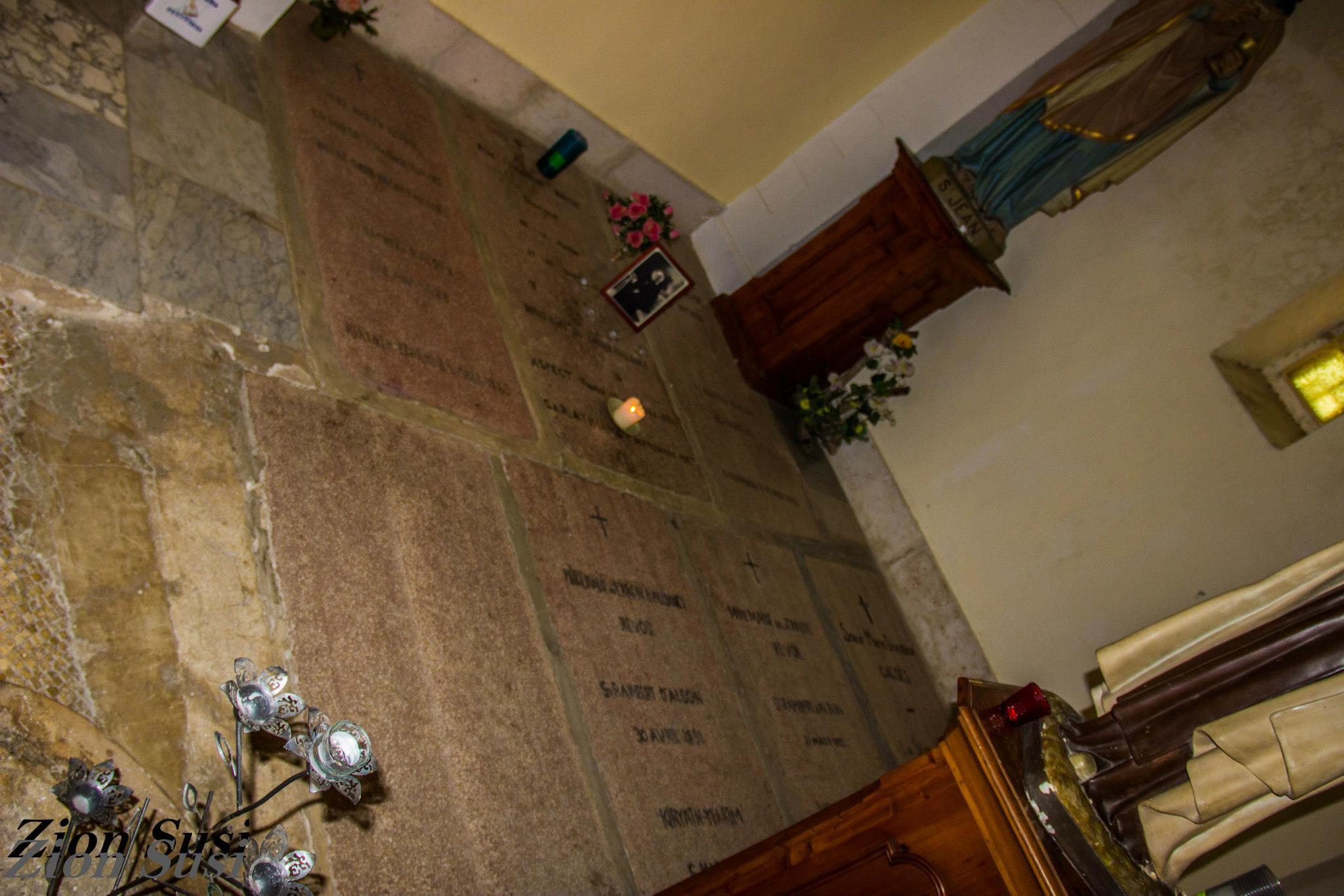 קבר הנזירה האחות ז'וזפין רומב לצד האפסיס