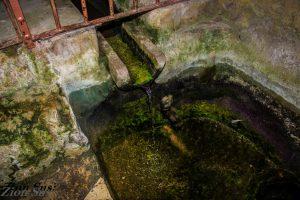 פתח יציאת המעיין במנזר יוחנן במדבר.    שביל סובב הדסה