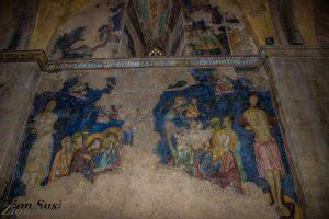 אחד הפרסקאות בכנסייה. הפנים הושחטו במהלך הכיבוש המוסלמי.