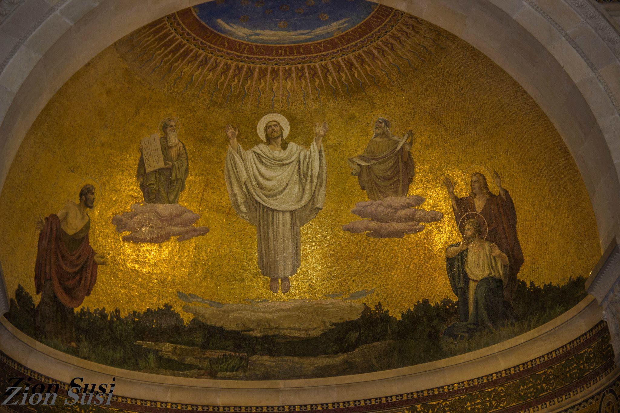 הפסיפס בתוך הקפלה של הכנסייה בהר תבור.