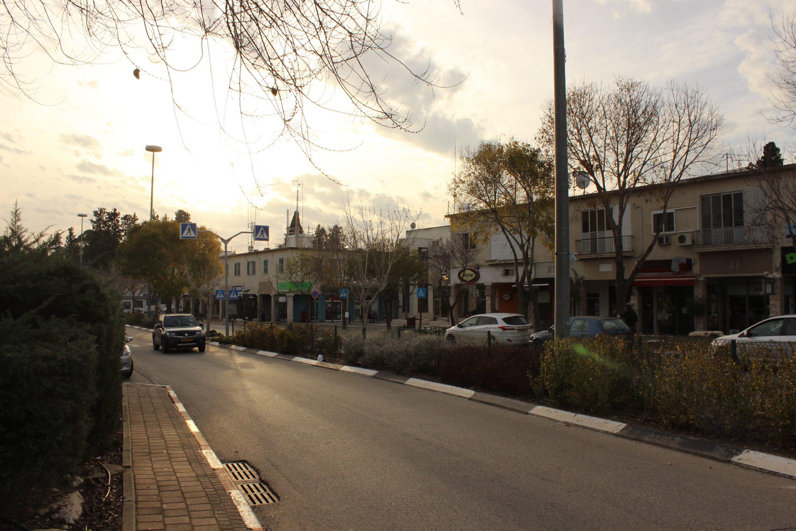 מרכז טבעון באזור כיכר בן-גוריון שמאכלס מספר מהמקומות בכתבה.