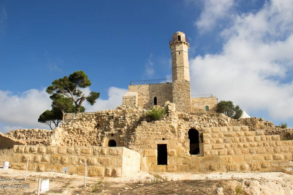 המבנה בנבי סמואל עומד עד היום