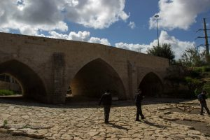 גשר עד הלום בכניסה לאשדוד.