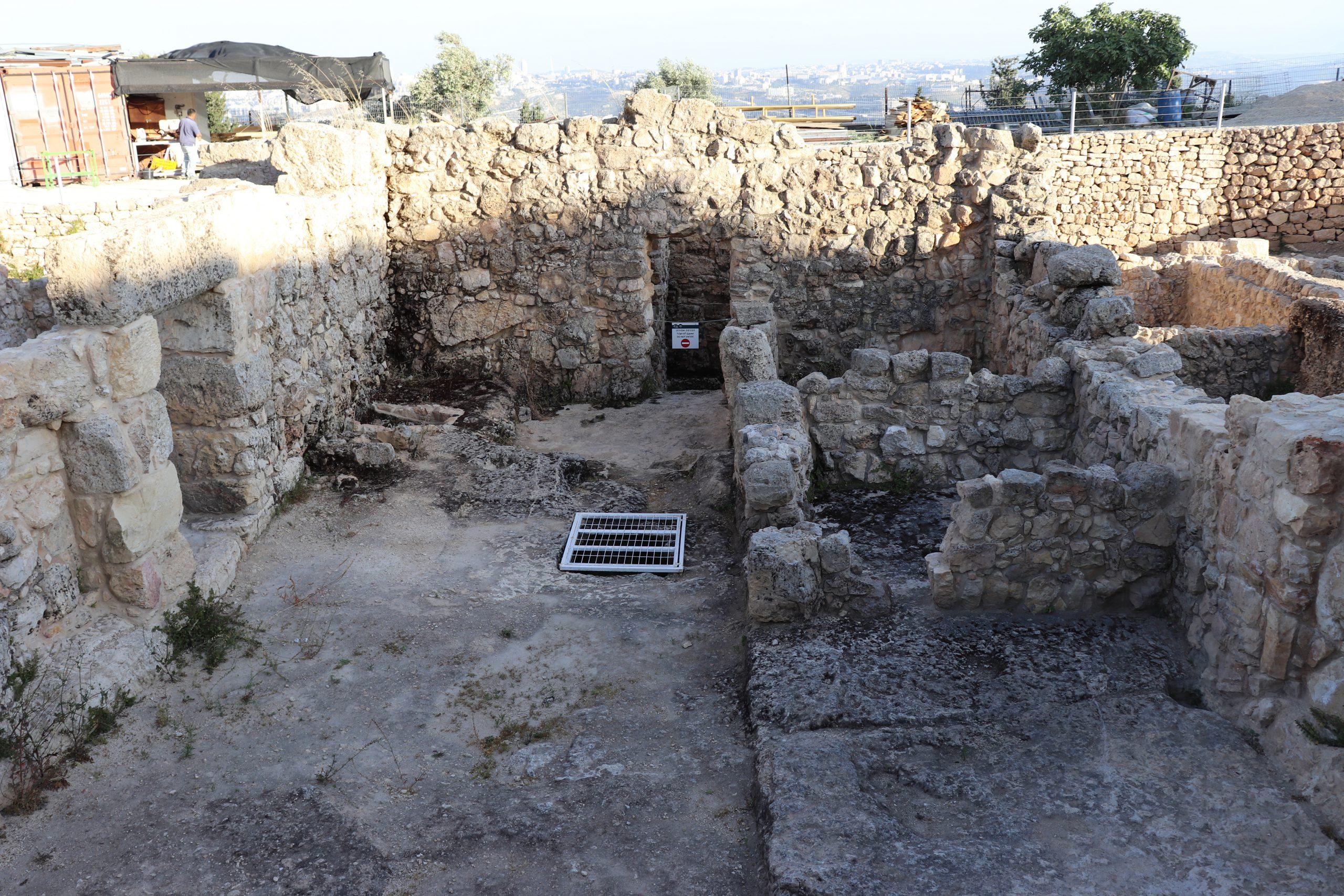אחד ממתחמי המגורים העתיקים בנבי סמואל.