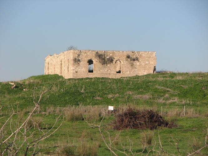 שרידי המסגד לסלמאן הפרסי, מהמאה ה־12, משרידיה האחרונים של איסדוד