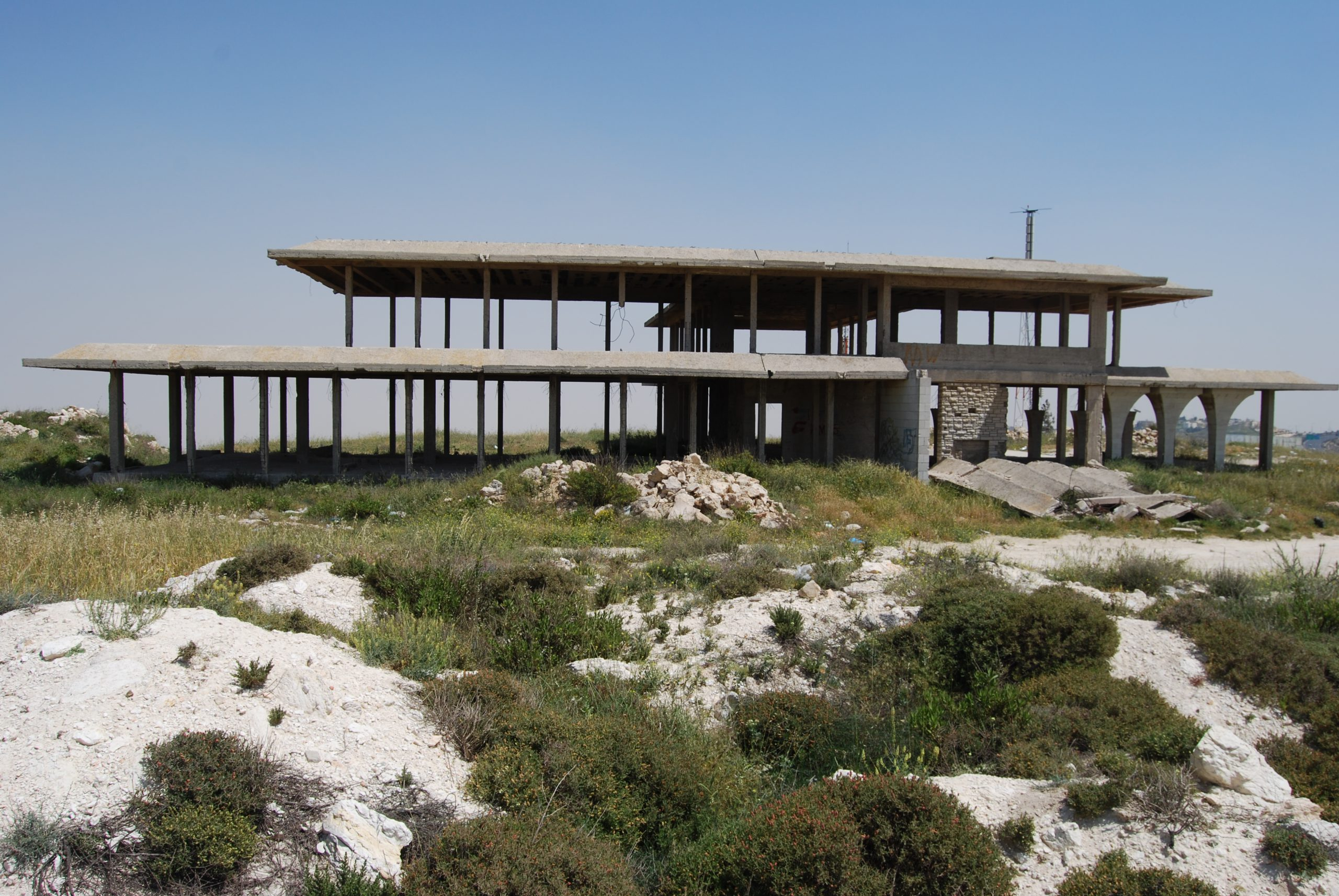שלד המבנה המרכזי של ארמון חוסיין בתל אל פול