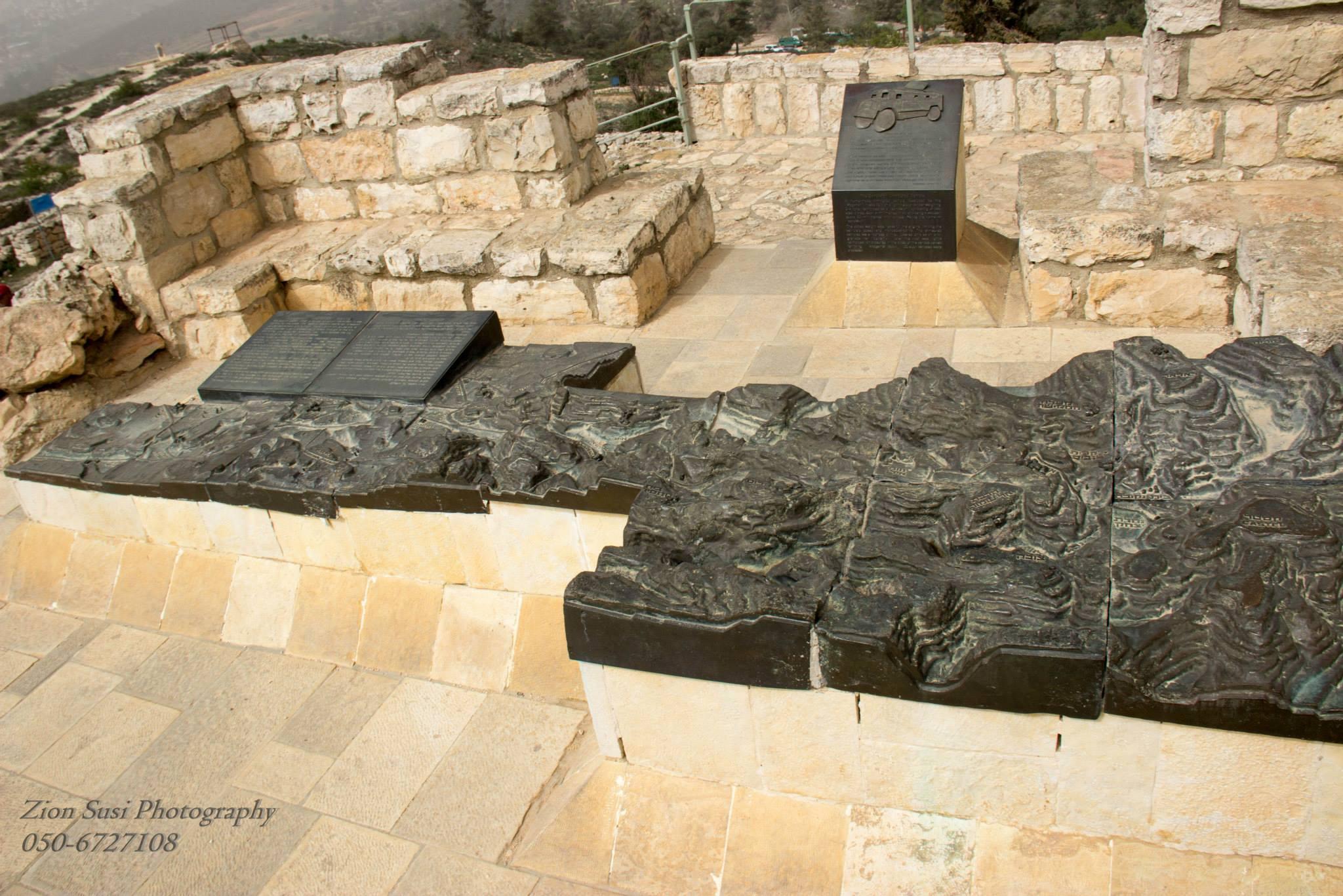 דגם הדרך לירושלים וכל נקודות השליטה על הכביש בקסטל.