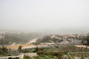 כביש 1 המוביל לירושלים כפי שנצפה מהקסטל.