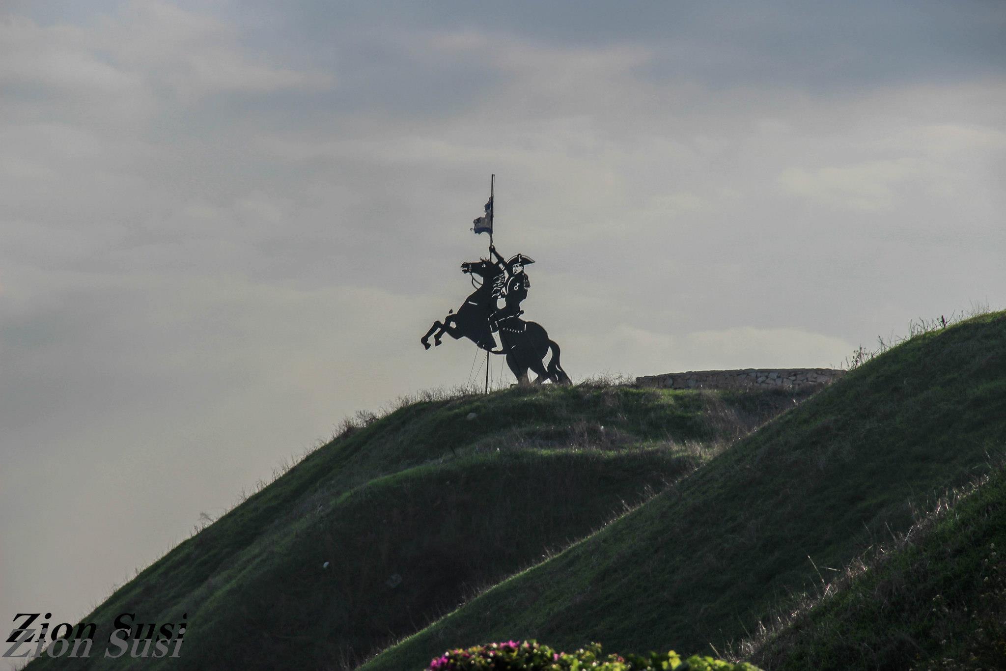 פסל נפוליאון על תל נפוליאון בעכו