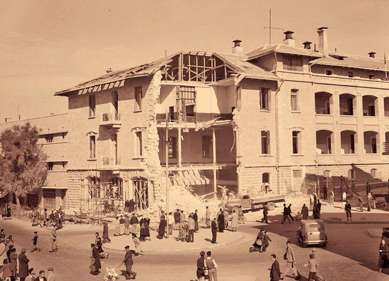 מטה הבולשת הבריטית במגרש הרוסים בירושלים לאחר פיצוצו ב-23 במרץ 1944 על ידי האצ