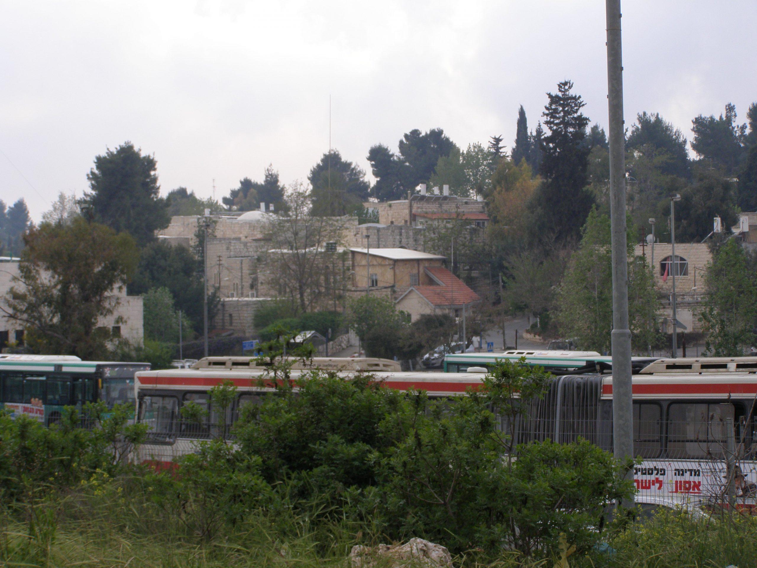 שרידי הכפר כחלק מבית החולים כפר שאול.