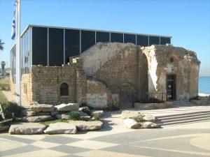 """מוזיאון האצ""""ל בתש""""ח החזית הצפונית והכניסה לבניין."""