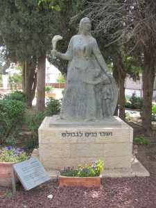 פסל רחל, של הפסל דוד פולוס ברמת רחל.