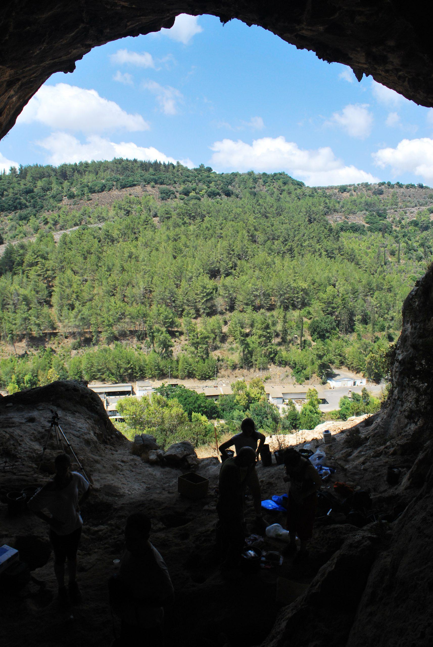 מבט ממערת רקפת לנחל רקפת בכרמל
